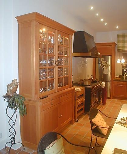 schr nke und vitrinen pfister m belwerkstatt landhaus exklusiv geschirrschrank im landhausstil. Black Bedroom Furniture Sets. Home Design Ideas
