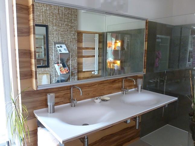 waschtische waschtischanlage waschtisch aus wei em corian. Black Bedroom Furniture Sets. Home Design Ideas