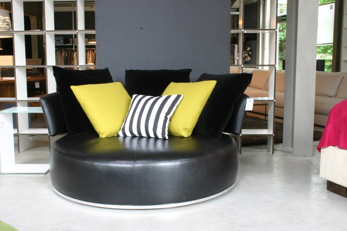 sofas und couches amoenus maxalto rundes sofa b b italia b b italia m bel von wohnhaus. Black Bedroom Furniture Sets. Home Design Ideas