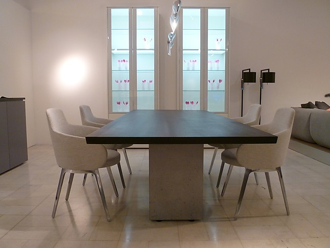 st hle roc zeitlose stuhlgruppe aus stoff 4 stk cor m bel von bulthaup am mediapark in k ln. Black Bedroom Furniture Sets. Home Design Ideas