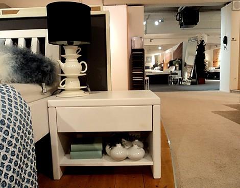 m belabverkauf schlafzimmer nachttische reduziert. Black Bedroom Furniture Sets. Home Design Ideas