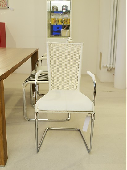 st hle freischwinger modell wk725 mit armlehnen. Black Bedroom Furniture Sets. Home Design Ideas