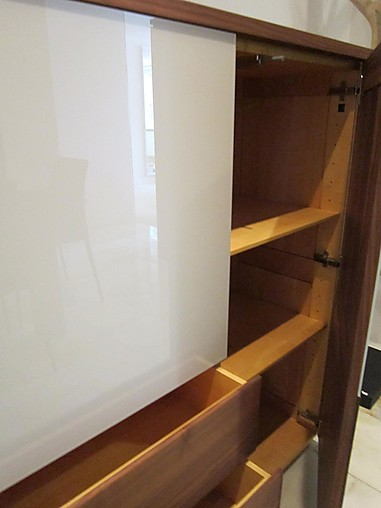 regale und sideboards kosmos moderne anrichte aus edlem nussbaumholz scholtissek m bel von. Black Bedroom Furniture Sets. Home Design Ideas