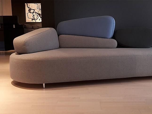 Sofas und Couches Mosspink organisch geformtes Sofa aus robustem ...