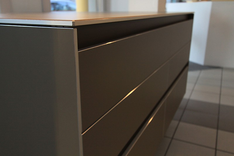Regale und sideboards laminat alukante grifflos b3 for Laminat abverkauf