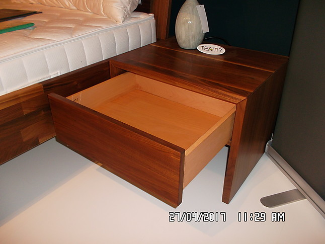 nachttische lunetto bett und nachtk stchen lunetto von team 7 team7 m bel von wagner wohnen. Black Bedroom Furniture Sets. Home Design Ideas