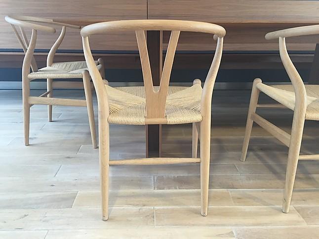 st hle ch 24 wishbone chair hans j wegner carl hansen. Black Bedroom Furniture Sets. Home Design Ideas