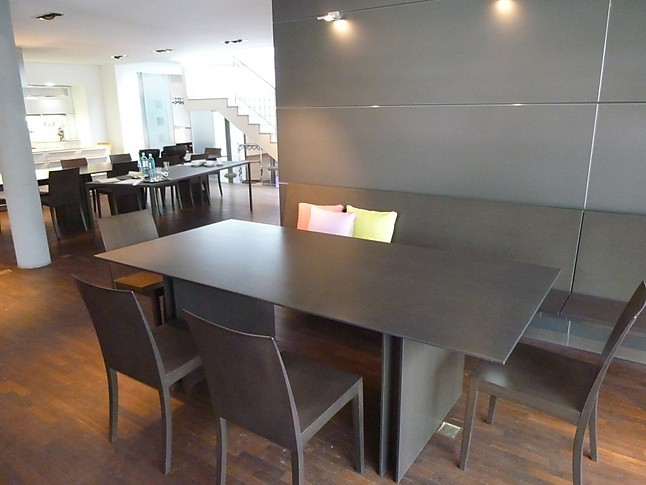 st hle paneelwand mit h ngebank wangentisch 4 st hle. Black Bedroom Furniture Sets. Home Design Ideas