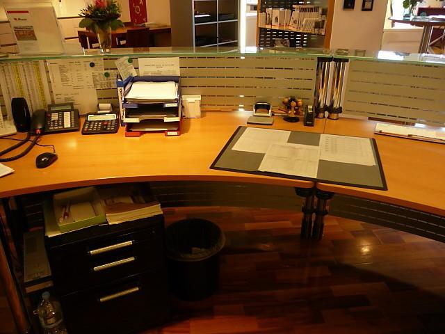 schreibtische werndl b rotheke werndl b rotheke arbeitsplatz werndl m bel von miele maier in. Black Bedroom Furniture Sets. Home Design Ideas