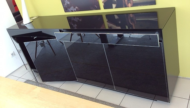 schr nke und vitrinen line sideboard piure m bel von. Black Bedroom Furniture Sets. Home Design Ideas
