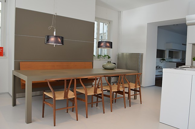 Stühle c3 Bank Nussbaum und Wandpaneel lehm bulthaup ...