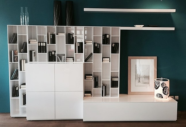 regale und sideboards book look von ligne roset wohnwand. Black Bedroom Furniture Sets. Home Design Ideas