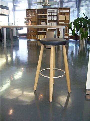 barhocker carl hansen barhocker eiche natur abverkaufsm bel sonstige m bel von poggenpohl. Black Bedroom Furniture Sets. Home Design Ideas