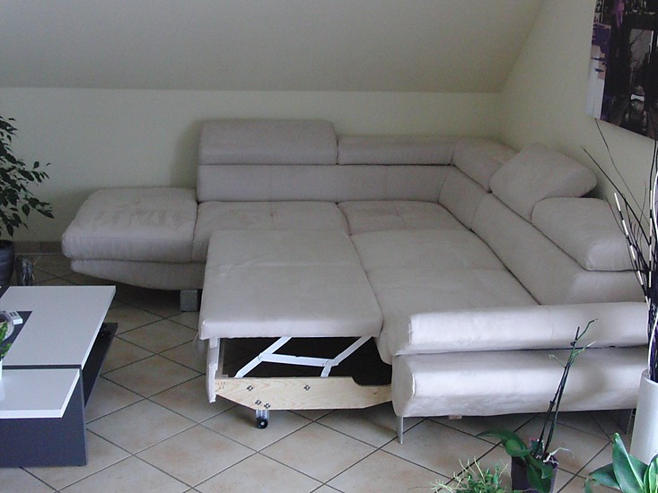 sofas und couches eck couch in cremefarbener mikrofaser moderne eck couch in hochwertiger. Black Bedroom Furniture Sets. Home Design Ideas