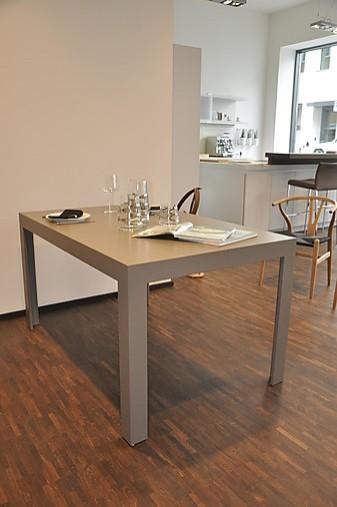 esstische tisch c2 88 lehm 2 bulthaup tisch laminat. Black Bedroom Furniture Sets. Home Design Ideas