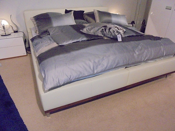 betten joop mod 24 7 wood bett mit ausstattung joop mod 24 7 wood von joop joop m bel von. Black Bedroom Furniture Sets. Home Design Ideas