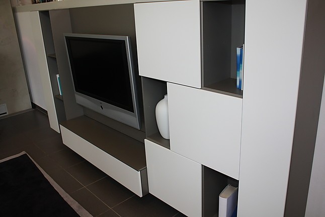 regale und sideboards cube fine play wandh ngendes regal mit tv element interl bke m bel von. Black Bedroom Furniture Sets. Home Design Ideas