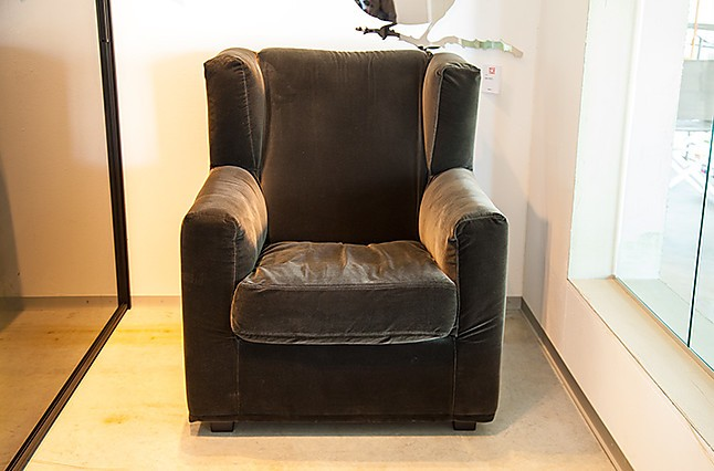 sofas und couches sky high sessel mit hocker hausmarke m bel von wohnhaus aschaffenburg in. Black Bedroom Furniture Sets. Home Design Ideas