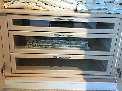 kleiderschr nke kleiderschrank aterno moderner kleiderschrank 6t rig ausstellungsst ck. Black Bedroom Furniture Sets. Home Design Ideas