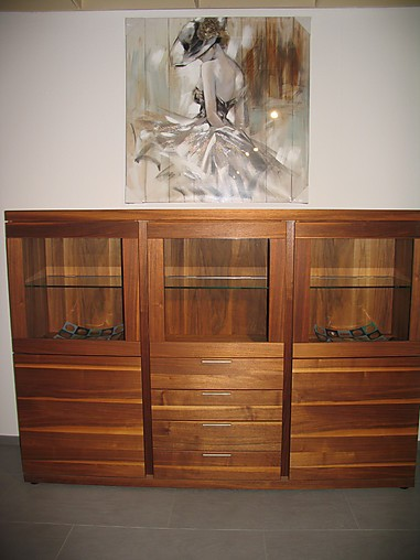 regale und sideboards mod v plus gro es highboard in nussbaum ge lt mit beleuchtung venjakob. Black Bedroom Furniture Sets. Home Design Ideas