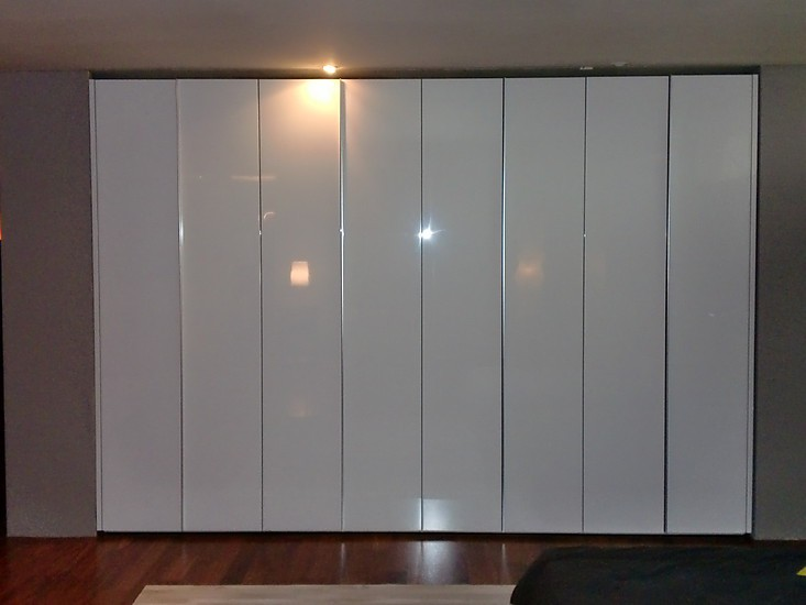 kleiderschr nke interl bke kleiderschrank s07 wei hochglanz interl bke kleiderschrank s07 wei. Black Bedroom Furniture Sets. Home Design Ideas