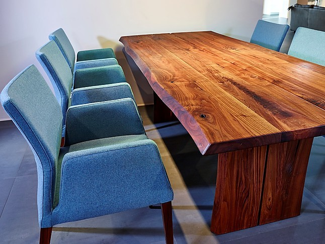 esstische esstisch und 6 st hle nussbaum massiv mit naturkante sonstige m bel von k chenland. Black Bedroom Furniture Sets. Home Design Ideas