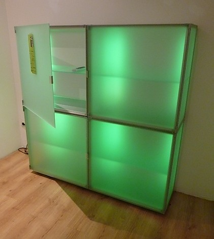 stehlampen eo 4 t rige glas containerkombination mit farbwechsler interl bke m bel von meiser. Black Bedroom Furniture Sets. Home Design Ideas
