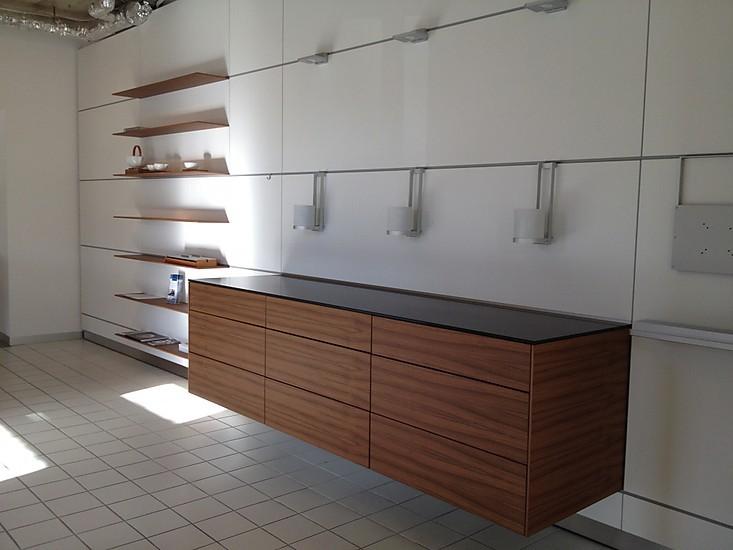 wohnw nde wohnwand mit sideboard und regalen in nussbaum horizontal furniert auf laminat. Black Bedroom Furniture Sets. Home Design Ideas