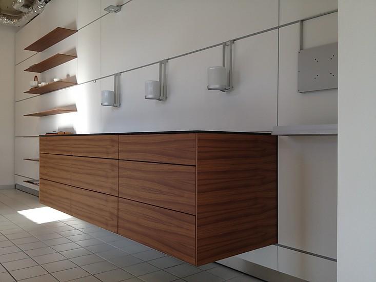 Wohnwande wohnwand mit sideboard und regalen in nussbaum for Laminat abverkauf