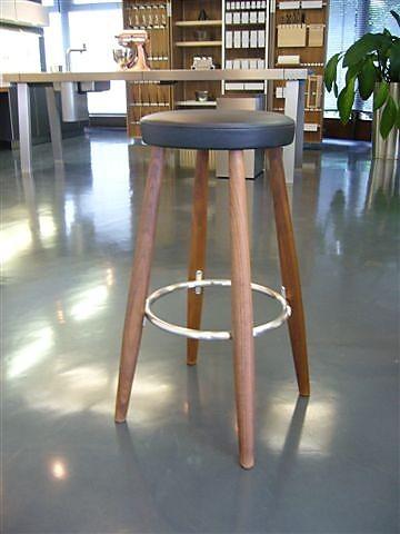 st hle hansen barhocker nussbaum abverkaufsm bel sonstige. Black Bedroom Furniture Sets. Home Design Ideas