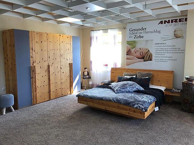 Schlafzimmer in Zirbenholz massiv