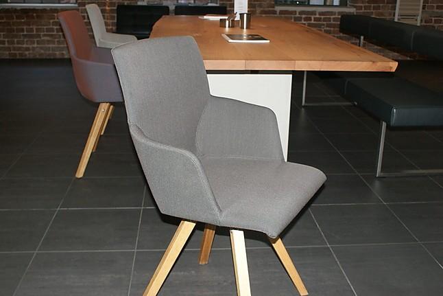 esstische nur yara permesso tisch bank und drei st hle girsberger m bel von lievenbr ck. Black Bedroom Furniture Sets. Home Design Ideas