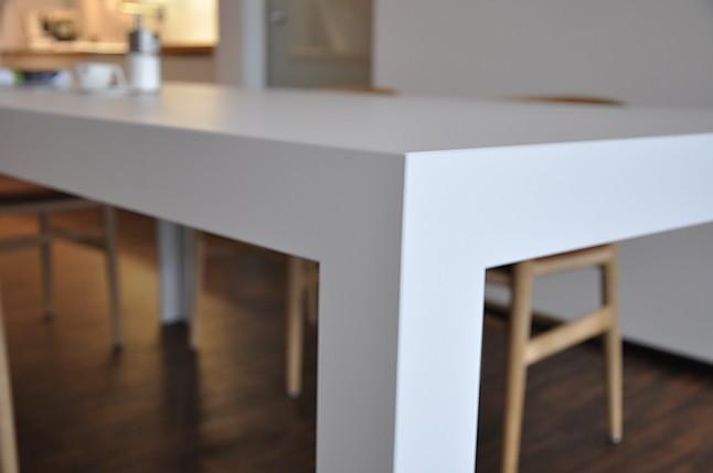 esstische d3 kaolin durchgef rbt fugenlos tisch c2 bulthaup m bel von k che design in fulda. Black Bedroom Furniture Sets. Home Design Ideas
