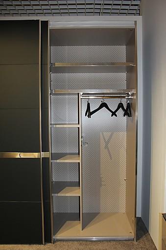 kleiderschr nke frozen schwebet renschrank mit motorischer schlie funktion joop m bel von. Black Bedroom Furniture Sets. Home Design Ideas